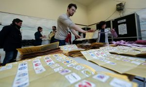 Italians vote in local elections as Renzi eyes a comeback