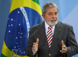 Former Brazilian president takes to the street to challenge corruption allegations